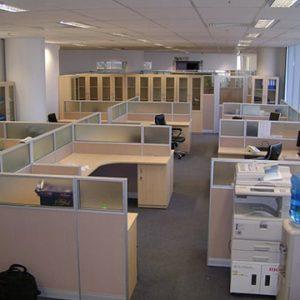 vách ngăn văn phòng gỗ kết hợp kính giá rẻ