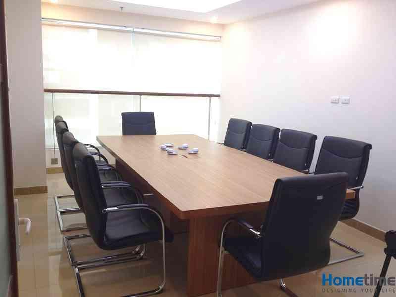 Màu sắc ghế có độ tối giúp phòng họp trở nên sang trọng